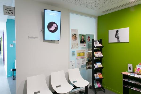 Ecran d'information salle attente gynécologue